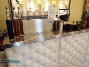 Bar przygotowany na przybycie gości