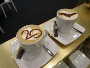 kawa z logo firmy