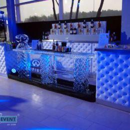 Bar zrobiony z bloku lodowego