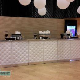 Mobilny bar kawowy na przyjęciu