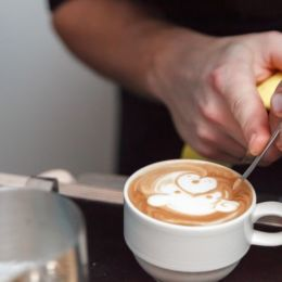 pokazy baristów latte art na targi